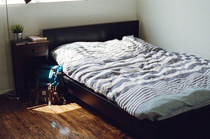 bedroom-405920_1280