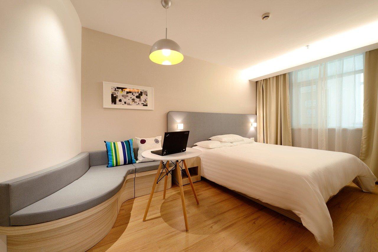hotel-1330834_1280