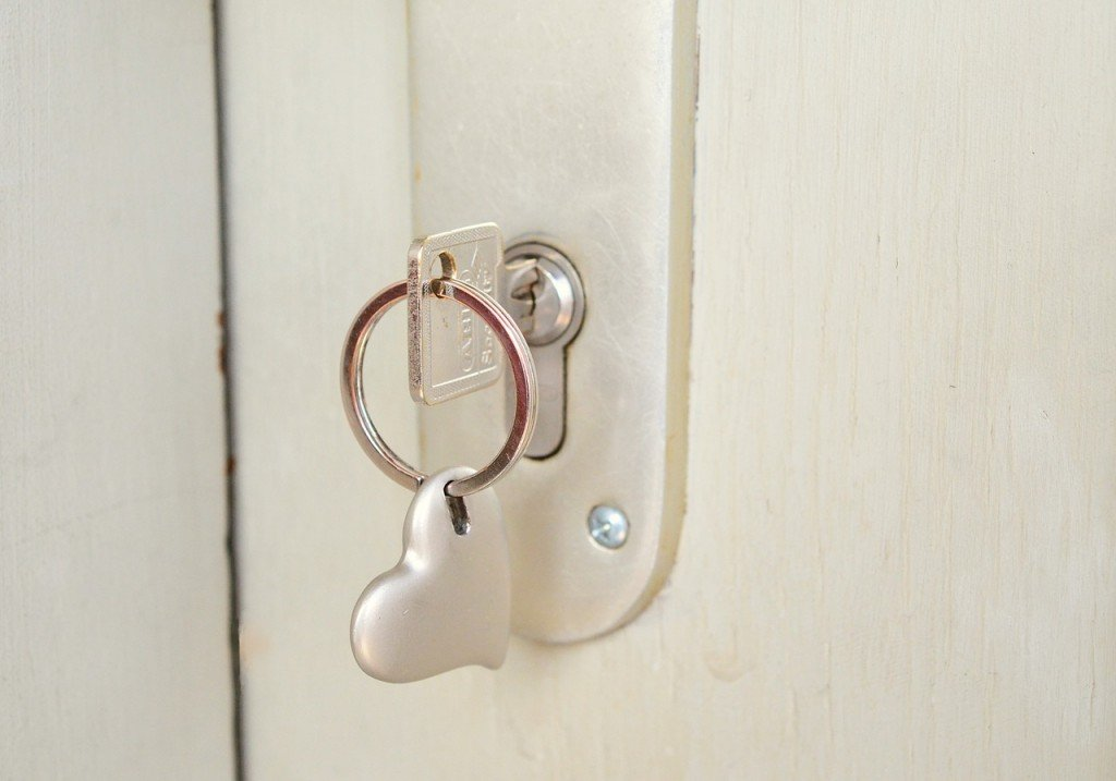 key-677851_1280